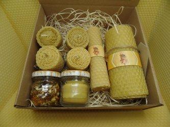 Zestaw prezentowy sześciu świec  ręcznie zawijancyh z wosku pszczelego