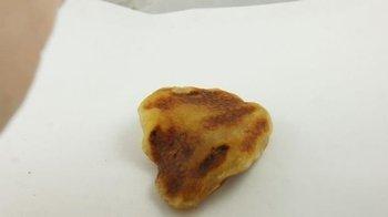 bursztyn bałtycki płaski antyk old otwory żółty 28,7 g