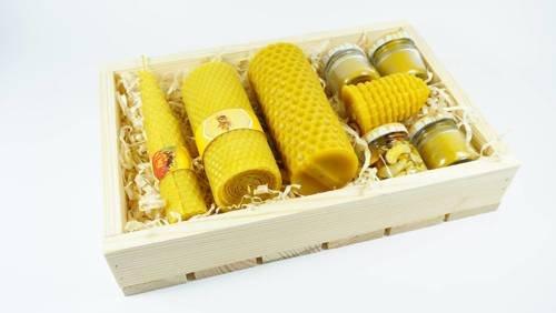 Skrzynka siedmiu świec z wosku pszczelego + orzechy w miodzie